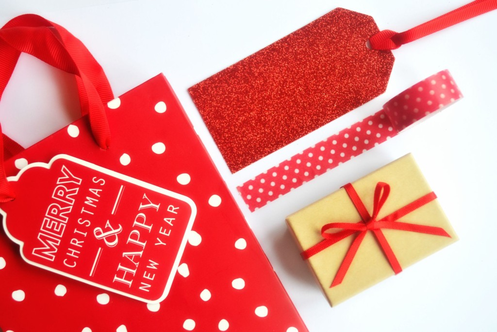 Xmas - gift wrap and labels (1)